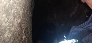Mağarada kuyuya düşen şahsı itfaiye ekipleri kurtardı Mersin'in Tarsus ilçesinde ziyaret için gittiği Eshab-ı Kehf Mağarası'nda 3 metrelik çukura düşerek sıkışan bir kişi, itfaiye ekiplerince kurtarıldı