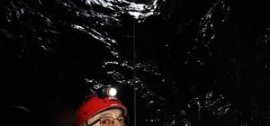 Sivas'ta ilginç keşif Patoloji uzmanı olan dağcı doktor, Sivas'ta bugüne kadar girilmemiş, futbol sahası büyüklüğünde  ilginç bir mağarayı fotoğraflamayı başardı
