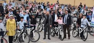 Bisiklet dağıtımları devam ediyor