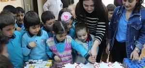 KYK'lı öğrencilerden minik kardeşlerine hediye