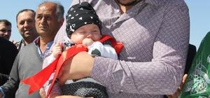 Damadın sağdıcı 4 aylık bebek oldu Sağdıcı 4 aylık bebek olan düğünün davetlilerini damat çaldığı org ile coşturdu Müzisyen olan damat kendi düğününde müziğini kendi çaldı Damat çaldı söyledi gelin oynayarak eşlik etti