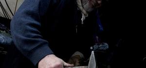 5 kuşağın son ustası 'Demirci Hoca' Giresun'un Görele ilçesinde yaşayan 72 yaşındaki demirci ustası Mustafa Çolak mesleğini öğretecek çırak bulamıyor
