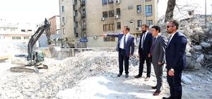 PAÜ Hastaneleri'nin eski binasının yıkımında sona gelindi Rektör Bağ, yüklenici firmanın gecikmesinden dolayı özür diledi