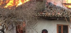 Bilecik'te ev yangını Yan yana iki ev kullanılmaz hala geldi