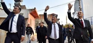 """Tuna: """"Mersin, 24 saat yaşayan bir şehir olacak"""" Cumhur İttifakı MHP Mersin Büyükşehir Belediye Başkan Adayı Hamit Tuna, seçim çalışmaları kapsamında esnaf ziyaretleri, seçim ofisi açılışları, mahalle ve ev toplantılarına katıldı"""