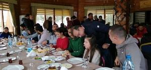 Seçen, Nevşehir Belediyespor futbolcuları için verilen kahvaltıya katıldı