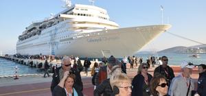 Türkiye'ye gelen kruvaziryerlerin yüzde 58.7'si Kuşadası'na demirliyor Turist gemileri Kuşadası'na bu yıl 195 sefer yapacak ve 170 bin 773 turist getirecek