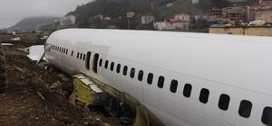 Pistten çıkması ve taşınması olay olan uçak şimdi bu halde Trabzon'da geçtiğimiz yıl Ocak ayında havalimanına inişi sırasında pistten çıkan yolcu uçağı tırlarla taşındığı Yomra ilçesindeki Pazar yerinde kaderine terk edilmiş durumda Uçak görüntüsü ile adeta enkazı andırıyor