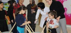Düzceli çocuklar, rengarenk giyeceklerini kendi elleriyle yaptılar Batik boyama ile giyeceklerini renklendiren çocuklar eğlenceli anlar yaşadı