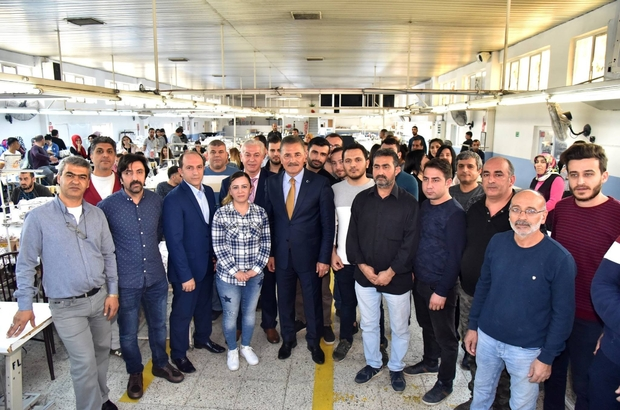 """Tuna: """"Ulaşılabilen belediye başkanıyım"""" Cumhur İttifakı MHP Mersin Büyükşehir Belediye Başkan Adayı Hamit Tuna, Mersin Serbest Bölgesi ve Toroslar ilçesinde faaliyet gösteren tekstil firmalarını ziyaret etti"""