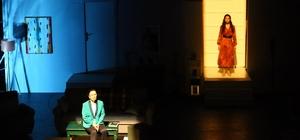 Nihat Zeybekci Kongre ve Kültür Merkezi'nde ilk tiyatro oyunu sahnelendi