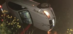Direksiyon hakimiyetini kaybeden sürücü kanala uçtu Otomobil kanala uçtu: 2 yaralı