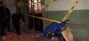 Engelli aracıyla kuruyemiş satarak geçinen şahıs evinde boğazında kesiklerle ölü bulundu Polis ekipleri cinayet şüphesi olan olayda inceleme başlattı