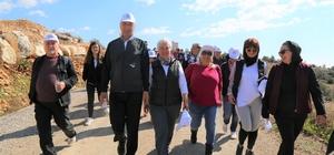Doğa yürüyüşü ile baharı karşıladılar Mezitli Belediyesi tarafından bu yıl 7.'si düzenlenen geleneksel doğa yürüyüşüne  katılan yüzlerce kişi, baharın tüm güzelliklerin doğal ortamında karşılama fırsatı buldu