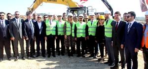 MTOSB'de 3. Bölgenin temeli atıldı Lütfi Elvan ve Vali Su tarafından temeli atılan 3. Bölge tamamlandığında 6 bin kişiye istihdam sağlaması hedefleniyor