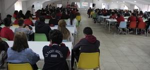 """""""Çanakkale Zaferi"""" anıldı Sivas'ta Çanakkale Zaferinin 104'üncü yıl dönümü dolayısı ile Cumhuriyet Üniversitesi Vakfı Okullarında program düzenlendi."""