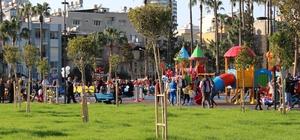 """İskenderun Millet Parkı hizmete açıldı Belediye Başkanı Seyfi Dingil: """"İskenderun'un bir rüyasını gerçekleştirdik"""" Hatay Valisi Rahmi Doğan: """"Artık vatandaşlar okul istemiyor hastane sorunlarını dillendirmiyor belediye hizmetlerinden söz ediyorlar"""""""