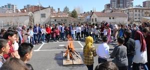 Sivas'ta Nevruz Çoşkusu Baharın müjdecisi Nevruz , Sivas'ta Şehit Faruk Aydoğdu Ortaokulunda coşkuyla kutlandı