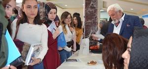 İŞKUR öğrencilerle buluştu İŞKUR, Sivas Cumhuriyet Üniversitesi iş birliği ile düzenlenen Sivas Kariyer Günleri, üniversite kampüsü içerisinde gerçekleştirildi