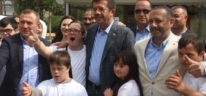 """Zeybekci kaleye geçti, down sendromlu çocuklar şut çekti Zeybekci: """"İzmir engelli dostu olacak"""""""