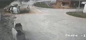 Vincin kaza anı güvenlik kamerasına yansıdı Manisa'nın Alaşehir ilçesinde sürücünün öldüğü vinç kazası güvenlik kamerasına saniye saniye yansıdı