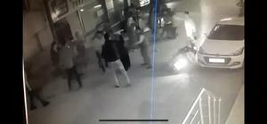 (Özel) Tekme tokat muhtarlık kavgası kamerada Sandalyeler havada uçuştuğu bıçaklı, sopalı kavgada 6 kişi yaralandı Muş'taki muhtar adayları yüzünden Bursa'da birbirlerine girdiler Muhtarlık seçimleri mahalleyi karıştırdı: 6 yaralı 14 gözaltı