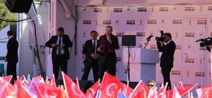 """Cumhurbaşkanı Erdoğan Eskişehir'de (3) Kılıçdaroğlu'nun 'Hatay'da baraj yok' iddialarına cevap veren Cumhurbaşkanı Recep Tayyip Erdoğan: """"Senin belediye başkanın da sana baka baka o da sana benziyor"""" """"Bir sıçrarsın, iki sıçrarsın, aynen Man Adaları'nda olduğu gibi orada da yargıya düşersin"""""""