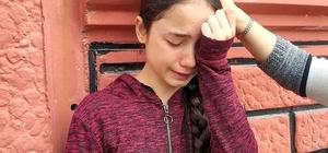 Minik kardeşiyle evde kahvaltı hazırlamak isterken yangın çıkınca şoka girdi Yanan mutfakta şoka giren 11 yaşındaki kız çocuğunu komşuları dışarı çıkardı Evden çıkınca kendine gelen küçük kız gözyaşlarına boğuldu