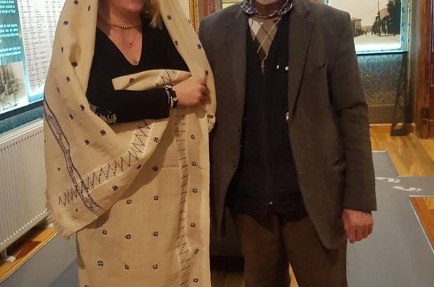 Kaybettiği eşinin ehramını Şehir Müzesi'ne bağışladı