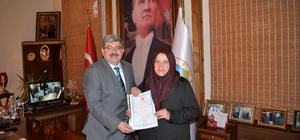 """Başkan Can 40 yıllık tapu sorununu çözdü Bilecik Belediye Başkanı Nihat Can; """"Teknik heyet ile adeta bir seferberliğe girerek sorunu çözdük"""""""