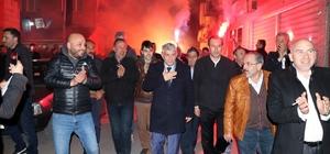 Dr. Arslan gövde gösterisi  yaptı Gençler Arslan'ı meşaleler ile karşıladı