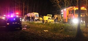 Sakarya'da trafik kazası 1'i ağır 4 yaralı Trafik kazası sonrası gaz kaçağı olan araç içinde sıkıştılar