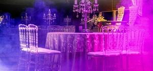 Evlenmek hiç bu kadar kolay olmadı Evlilik hazırlığında olan gençlerin en önemli problemlerinden birini de düğün salonu seçimi oluştururken, Bursa'daki 400'e yakın düğün salonunu tek bir platformda toplayan www.bursapanorama.com web sitesi, genç çiftlere oturdukları yerden salon seçme imkanı sunuyor