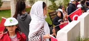 Şehitkamil'de dualar şehitler için edildi Öğrenciler, şehitlerin mezarını ziyaret etti