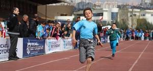 Okullar arası atletizm şampiyonasına yoğun ilgi