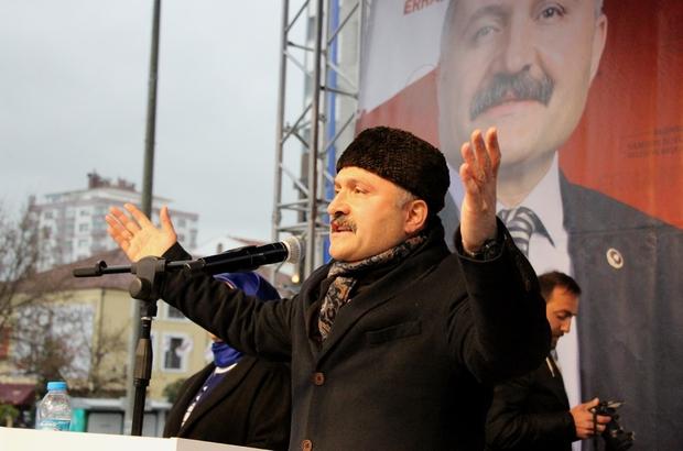 """Erhan Usta: """"İşi ustasına bırakmak gerekir"""" Yağmura rağmen vatandaşlar Usta'yı yalnız bırakmadı"""