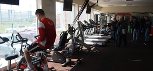 Eskişehirspor'a iki günde ikinci haciz şoku Sporcular çalışırken haciz işlemleri yapıldı Haciz işlemi uzun uğraşlar sonrası durduruldu