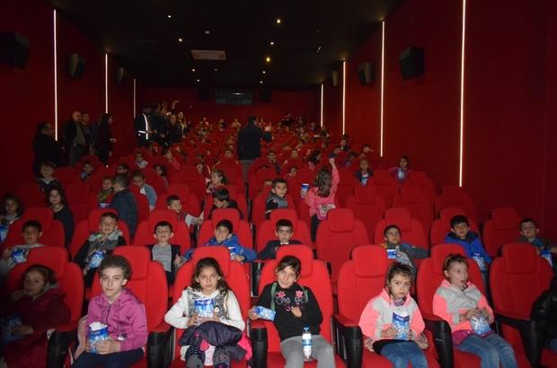 Öğrenciler ilk kez sinema ile buluştu 270 öğrenci hayatlarında ilk kez sinemayla tanıştı