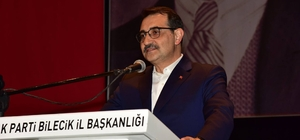 """Bakan Dönmez, Bilecik'ten Türkiye'ye seslendi """"Belediyelerinizi Kandil'den emir alanlara mı teslim edeceğiz?"""" """"İş makinelerini terör örgütüne peşkeş çekenlere eyvallah mı diyeceğiz?"""" """"Türkiye vicdan ve merhametin köreldiği dünyada umudun adresi durumunda"""" """"Ana muhalefet 'Milli olmak HDP ile ittifak yapmaktır' dedi"""" """"2002 yılında 5 ilde olan doğalgaz, bugün 81 il ve 510 ilçede var"""""""