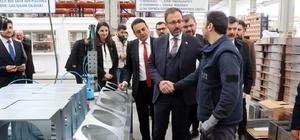 """Bakan Varank ve Kasapoğlu Manisa'da iş insanlarıyla buluştu Sanayi ve Teknoloji Bakanı Mustafa Varank: """"Kuru meyve sebze üretimine katma değer sağlamak için de faaliyetlerimiz var, yenilikçi kurutma sistemlerinin yer alacağı bir merkez kurmayı planlıyoruz"""""""