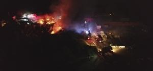 Palet fabrikasının açık depo alanında yangın çıktı Ekipler söndürme çalışmalarını sürdürüyor Yangın havadan görüntülendi