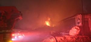Palet fabrikasının depo alanında çıkan yangın 3 saatte söndürülebildi Çıkan yangında depo olanındaki yüzlerce palet ve ahşap kapı küle döndü