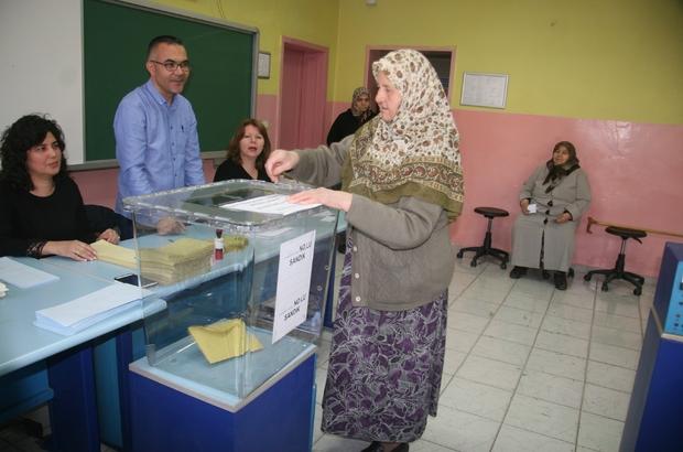 Denizli'de oy kullanma işlemi başladı Kentte 754 bin 368 seçmen 2 bin 510 sandıkta oy kullanmaya başladı