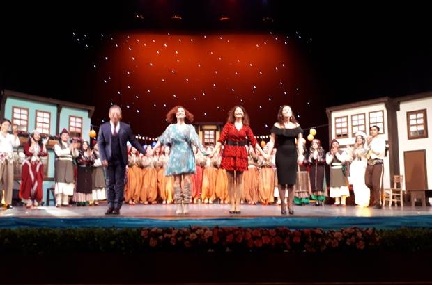 """""""Eski Bir Şehir Hikâyesi"""" oyunu sahnede Anadolu Üniversitesi Halk Dansları Topluluğu ilk sınavını izleyicilerin önünde verdi"""
