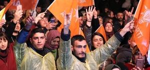 AK Parti'de seçim kutlaması Meşaleler yakıldı, havai fişek patlatıldı