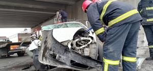Kontrolden çıkan otomobil önce araca, sonra duvara çarptı: 1 ölü, 1 yaralı
