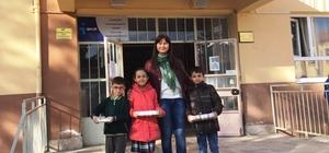 Engelliler için en çok kapak toplayan üç öğrenci ödüllendirildi