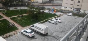 Diyarbakır'da dolu yağışı Dolu yağışı çevreyi beyaza bürüdü Ceviz büyüklüğündeki dolu yağışı saniye saniye cep telefonuna kaydedildi
