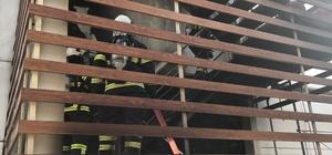 Kocaeli Devlet Hastanesindeki yangın paniğe neden oldu Hastanenin dış cephesinde çıkan yangın itfaiye tarafından söndürüldü