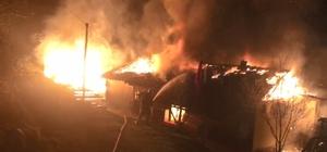 Odunlukta çıkan yangın, sıçradığı evi küle çevirdi Tüm evi saran alevler, 2 saatte söndürülebildi Yangını fark eden aile canını son anda kurtarırken, ev küle döndü